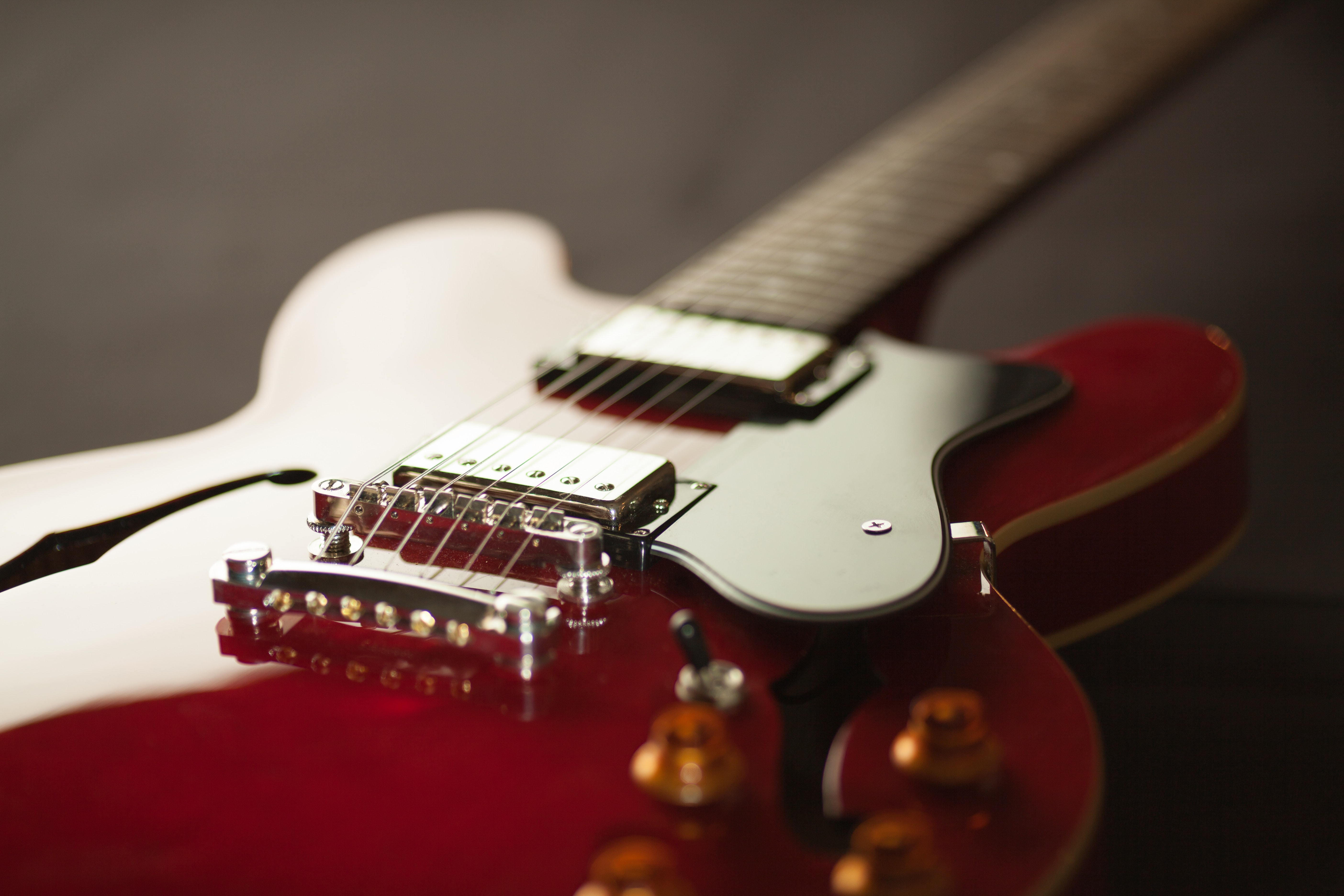 red-electric-guitar-165971